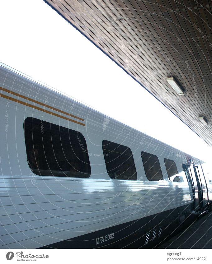 bahnhof_zug Linie Verkehr Eisenbahn Bahnhof