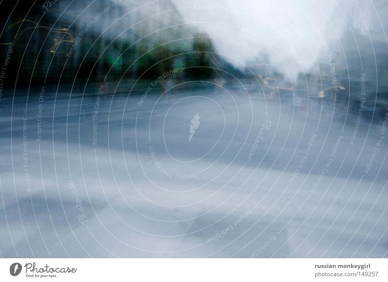 rastlos grün Stadt Straße Leben kalt Herbst grau Stimmung laufen Verkehr Verkehrswege atmen kommen verfolgen