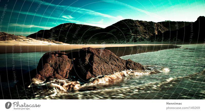 Erlebnis Algarve. Strand Stein Felsen Wasser Atlantik Meer Himmel blau Sand Horizont Einsamkeit Ferne träumen Sommer Strömung nass Brandung Bewegung Flut
