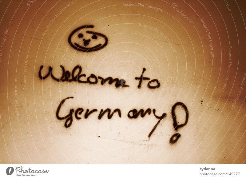 Welcome to Germany! Einsamkeit dunkel Wand Gefühle Gebäude Graffiti Raum Hintergrundbild Aktion Kommunizieren Körperhaltung Schriftzeichen Spuren geheimnisvoll