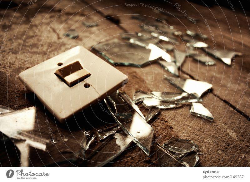 Aus die Maus alt Einsamkeit Fenster Gebäude Raum Zeit Kommunizieren kaputt Bodenbelag Spuren Vergänglichkeit Wut verfallen Teile u. Stücke Kunststoff gebrochen