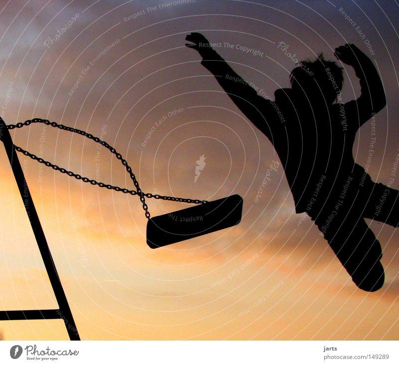 kinderspiel Himmel Freude Spielen springen fliegen Luftverkehr Schaukel Spielplatz Weitsprung