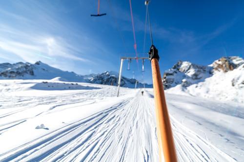 Skilift Himmel Natur Sonne Winter Berge u. Gebirge Umwelt Schnee Sport Lifestyle Felsen Eis Freizeit & Hobby Schönes Wetter Gipfel Hügel Frost