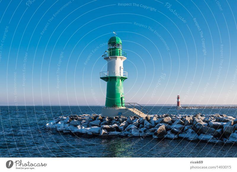 Die Mole in Warnemünde im Winter Natur Ferien & Urlaub & Reisen blau grün Wasser weiß Meer rot Landschaft kalt Architektur Küste Stein Tourismus Frost