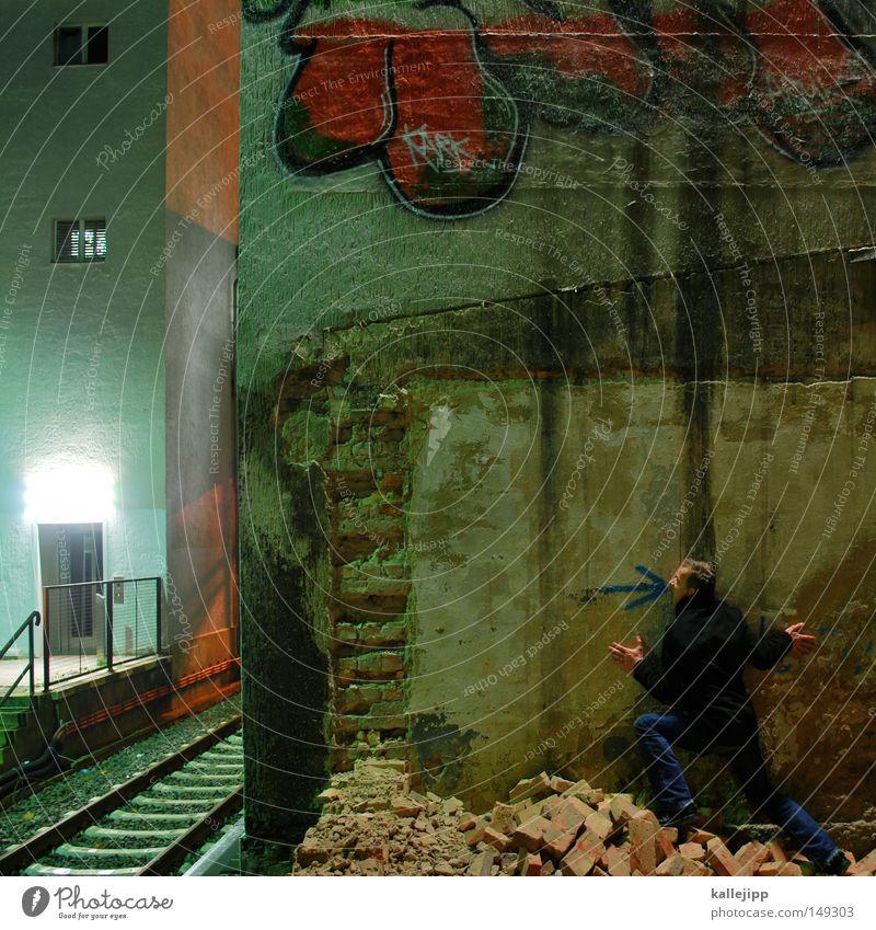 nachtzug Mensch Mann Silhouette Dieb Krimineller Rampe Laderampe Fußgänger Streifen Schacht Tunnel Untergrund Ausbruch Muster Flucht umfallen Schatten Fenster