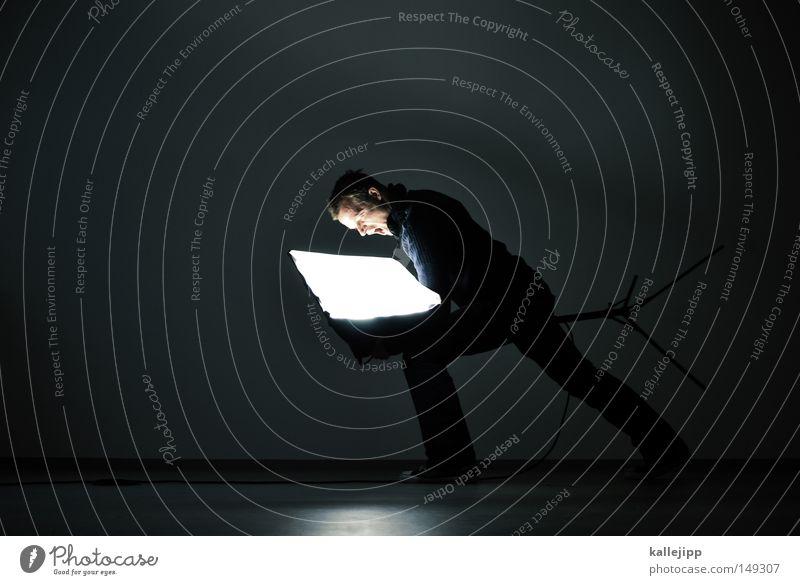 softie Casting Vernehmung Show Licht Lampe Mann Mensch Agentur weiß Stativ Elektrizität Elektrisches Gerät wackeln Wand T-Shirt Bart Wunsch schreien sprechen