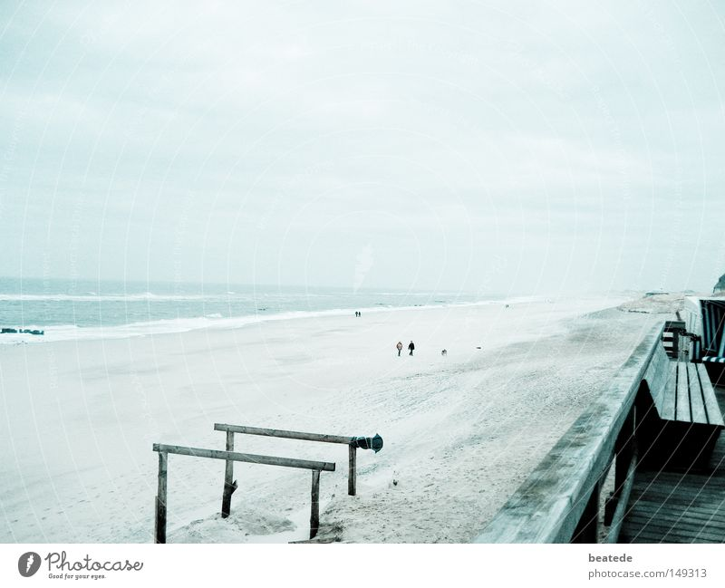 Strandspaziergang Meer blau Winter Strand Ferien & Urlaub & Reisen Ferne kalt Sand Stimmung Küste Erde trist Spaziergang Nordsee Sylt Westerland