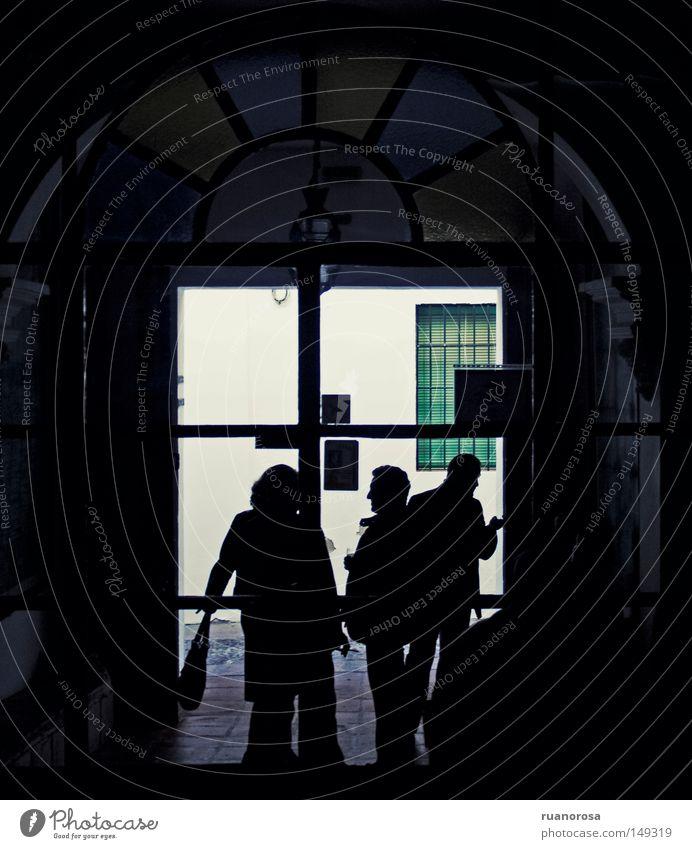 Mensch schwarz dunkel Fenster Familie & Verwandtschaft Tür Glas obskur Glasscheibe Buntfenster