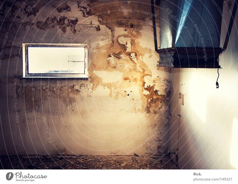 .Schicht im Schacht! Licht Schatten Lichteinfall planen Kernschatten Mauer Backstein Sozialismus Republik Gebäude Friedhof Kunstwerk Mörtel Beruf Demontage
