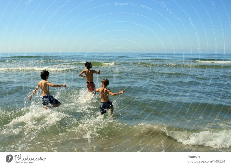 just fun! Mensch Kind Jugendliche blau Ferien & Urlaub & Reisen Sommer Meer Freude Erholung Leben Junge Bewegung springen Glück Familie & Verwandtschaft
