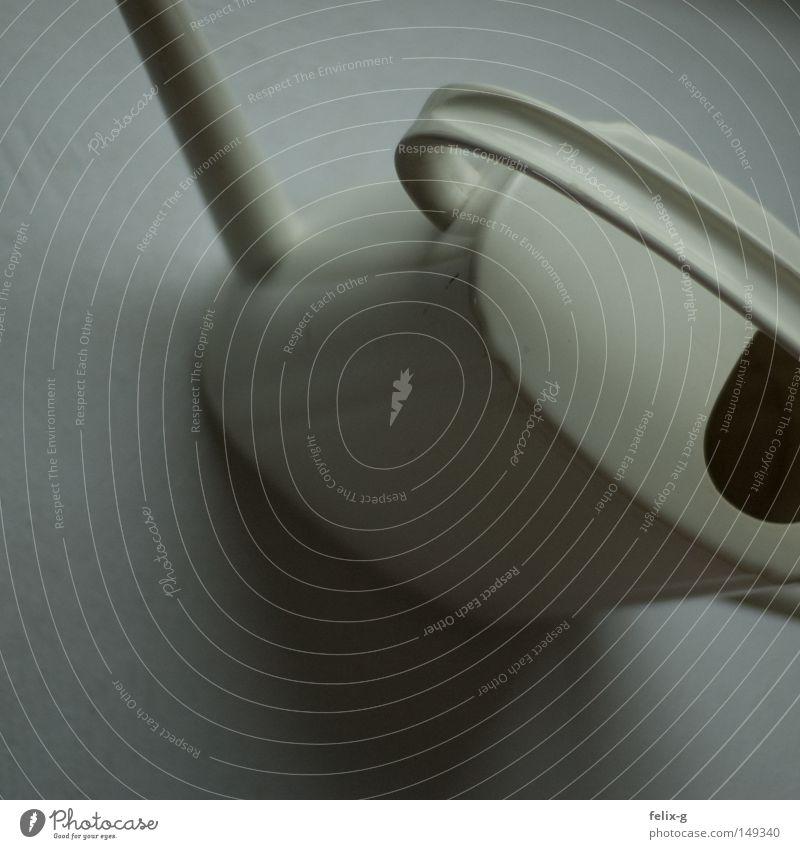 H2O-Übermittlungsservice Gießkanne Wasser Blume weiß schwarz Haus Innenarchitektur grau Handwerk Alltagsfotografie