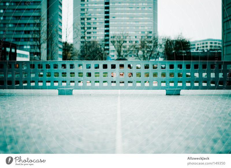 Angst vor Schmetterbällen Stadt Spielen Freizeit & Hobby verstecken Panik Spielplatz Plattenbau Wohnsiedlung Tischtennis Steinplatten
