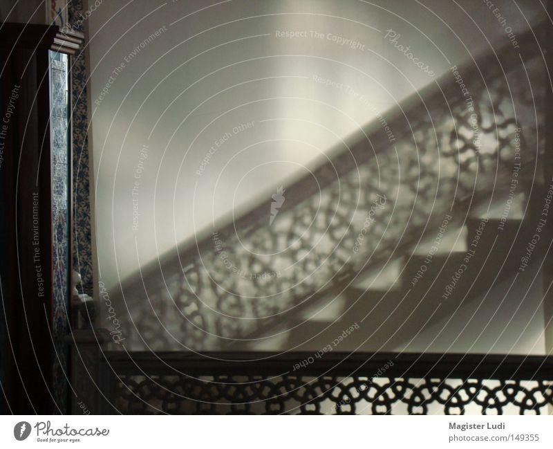 Shadow on the wall Treppe geheimnisvoll Schatten Lichtspiel Tempel Moschee Gotteshäuser Andeutung