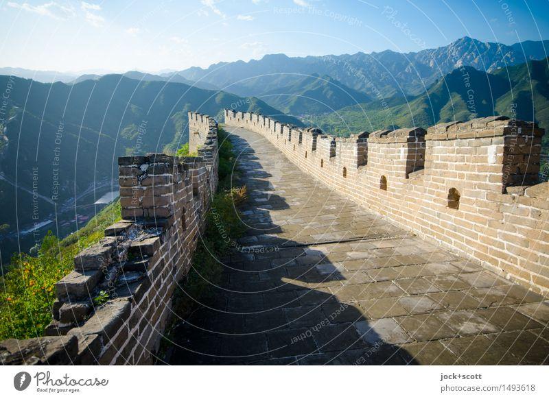 große Mauer Landschaft ruhig Ferne Berge u. Gebirge Umwelt Wärme Wand Architektur Wege & Pfade Horizont authentisch Klima Kultur Schönes Wetter Schutz