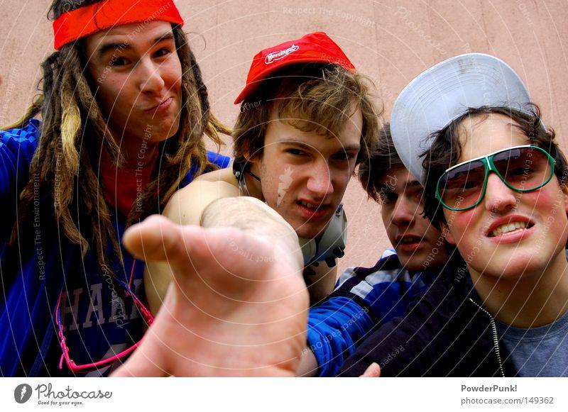 give me your hand and welcome to the show Mensch Jugendliche Hand Sommer Freude Erwachsene Wand lustig Menschengruppe 18-30 Jahre Musik maskulin Fröhlichkeit verrückt Brille retro
