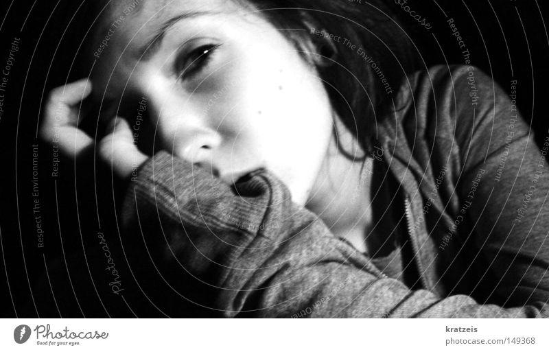 ver_wirrt. Trauer Enttäuschung Verzweiflung Schwarzweißfoto Traurigkeit Müdigkeit ruhig Irritation negativ Gesichtsausdruck Gesichtsausschnitt