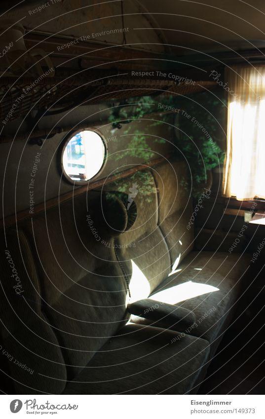 Abteil III Spiegel Verkehr Eisenbahn Zugabteil Stoff alt Sitzgelegenheit Plüsch Gardine Reflexion & Spiegelung Gepäckablage Abteilfenster Bahnfahren leer