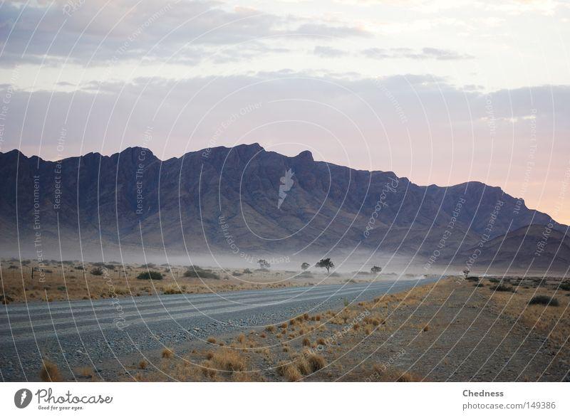 wüst Nebel Morgen Dämmerung Namibia Afrika Straße Langeweile trist Ödland Berge u. Gebirge Silhouette Wüste Erde Sand