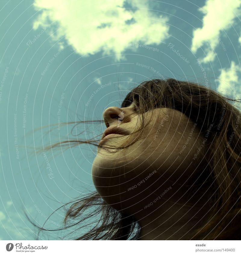 es liegt was in der luft Frau Mensch Jugendliche Himmel weiß Gesicht Wolken Farbe Herbst Haare & Frisuren Stimmung braun Erwachsene Wind beobachten Sturm