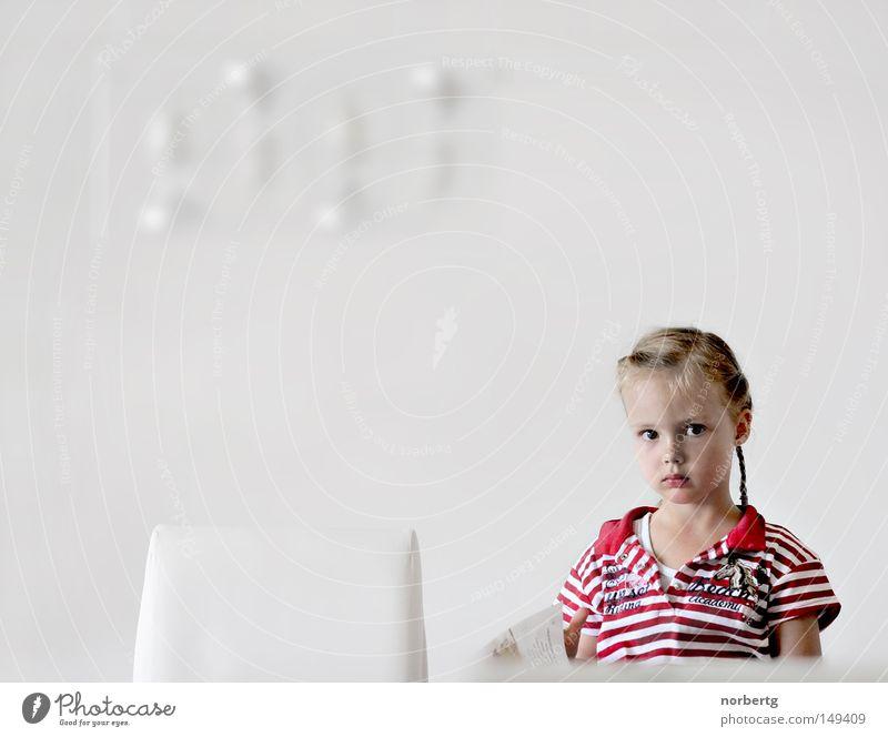 Lesen Kind weiß rot lesen Medien Zeitschrift gestreift Zopf