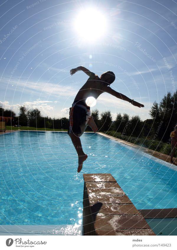 jump 2 Italien Toskana Schwimmen & Baden Schwimmbad springen Sonne Natur Wasser Himmel blau Ferien & Urlaub & Reisen Freude Fun