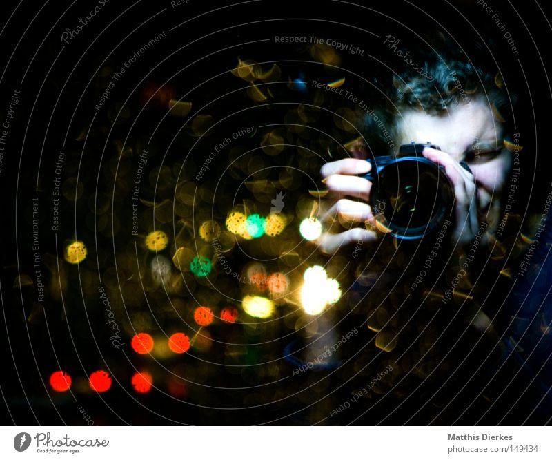 me Paparazzo Fotograf Fotografie Mensch Fotografieren Licht Lichtpunkt KFZ Regen Spiegel Reflexion & Spiegelung rot grün Ampel Hand Dinge geheimnisvoll gruselig