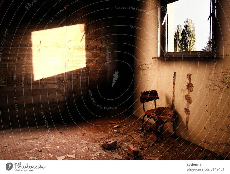 Einstieg/ Ausstieg Natur alt Einsamkeit Farbe Herbst Wand Gefühle Fenster Gebäude Landschaft Raum Beleuchtung Hintergrundbild Stuhl kaputt Spuren