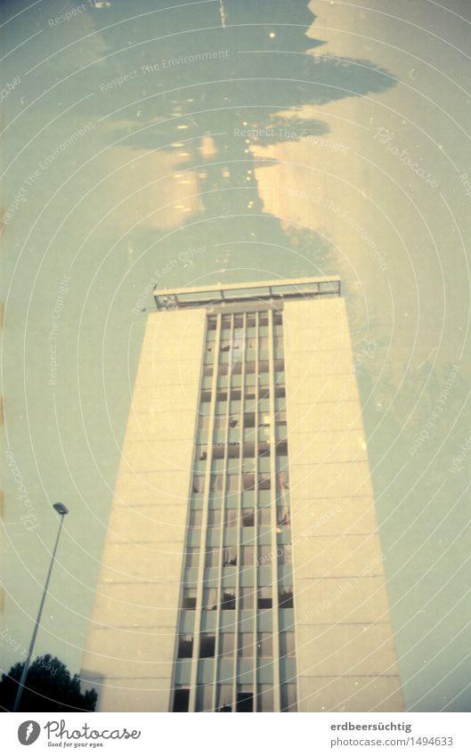 House of the rising cloud Stadt Baum Wolken Fenster Umwelt Gebäude leuchten Hochhaus stehen Zukunft bedrohlich Vergänglichkeit Wandel & Veränderung Bauwerk