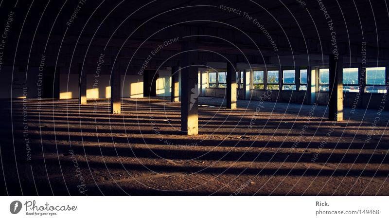 .Jede Menge Platz für mehr... blau alt weiß Sonne schwarz gelb Fenster Tod Wärme Architektur Mauer Stein Gebäude Linie Beleuchtung Stimmung
