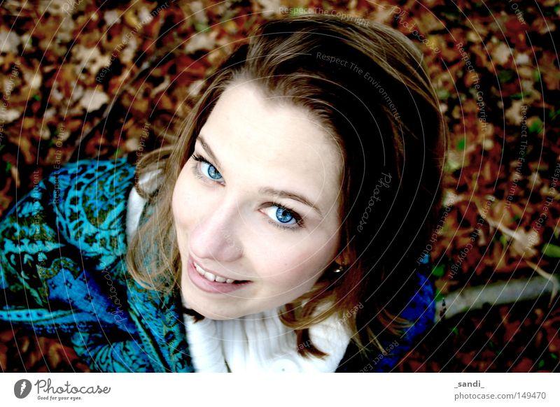 Herbstimpressionen Frau Blatt Perspektive