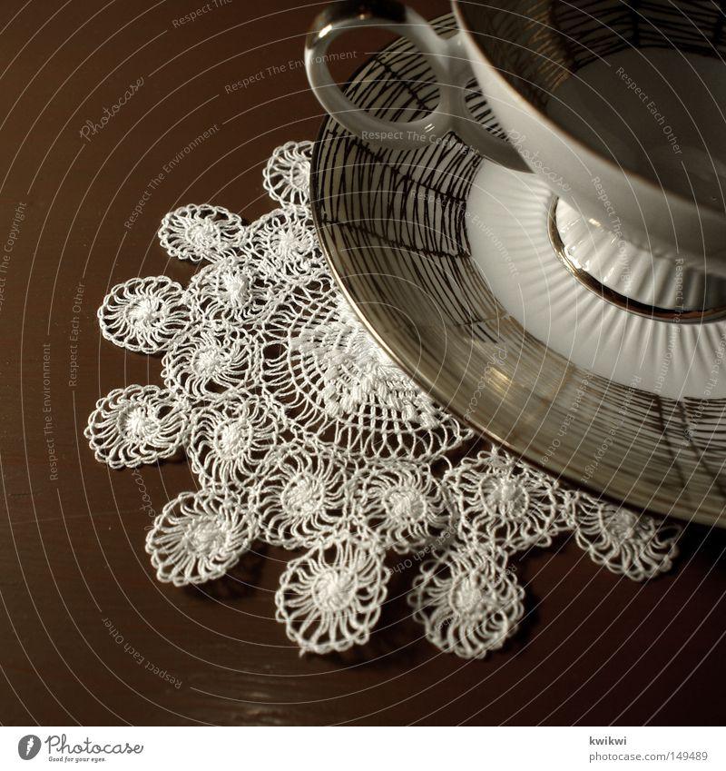 sonntags / 16h / großmamas haus alt Holz elegant Tisch Kaffee Küche Geschirr Tee Tasse Wohnzimmer Teller Tischwäsche schick edel Nachmittag Sonntag