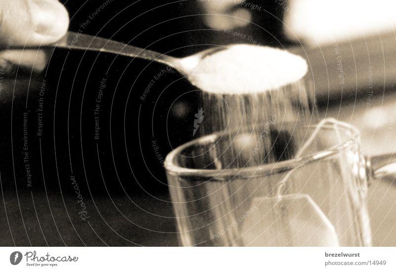 Zucker im Tee weiß schwarz Glas Finger Kochen & Garen & Backen Tasse Alkohol Teebeutel