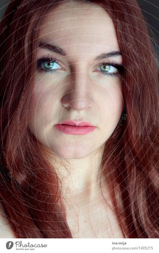 _ Mensch Frau Jugendliche schön Junge Frau 18-30 Jahre Gesicht Erwachsene feminin Haare & Frisuren authentisch Haut brünett langhaarig Kosmetik Schminke