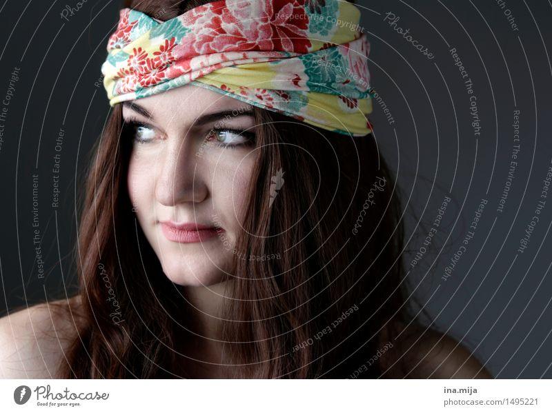 weibliches Gesicht mit langen dunklen Haaren und Stirnband Mensch Junge Frau Jugendliche Erwachsene 1 18-30 Jahre 30-45 Jahre Accessoire Schmuck Kopftuch