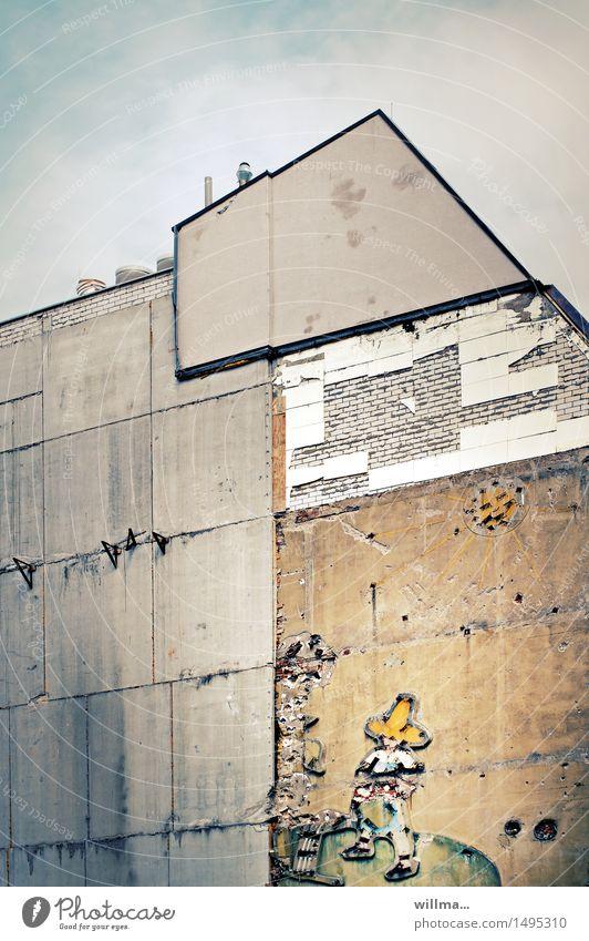tragik-comic Stadt alt Sonne Haus Wand Vergänglichkeit kaputt Verfall Werbung DDR Leipzig Sanieren Gärtner Dachgiebel Sombrero Mexikaner