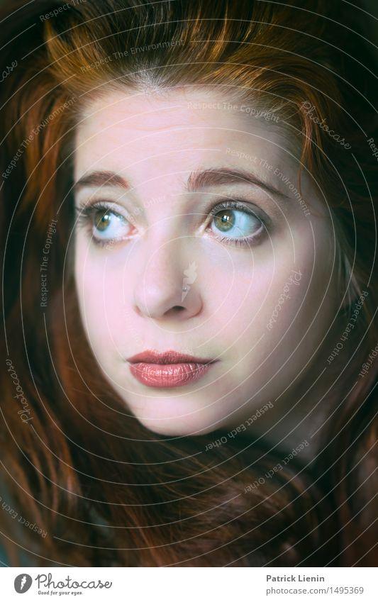 Red Mensch Frau Erholung Gesicht Erwachsene Leben feminin Haare & Frisuren Kopf Zufriedenheit Körper ästhetisch Haut Beginn Lebensfreude Schutz