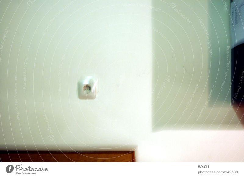 Rausch: alkoholisierte Sichtweise Wand Stimmung Alkoholisiert Rausch Steckdose Alkoholsucht