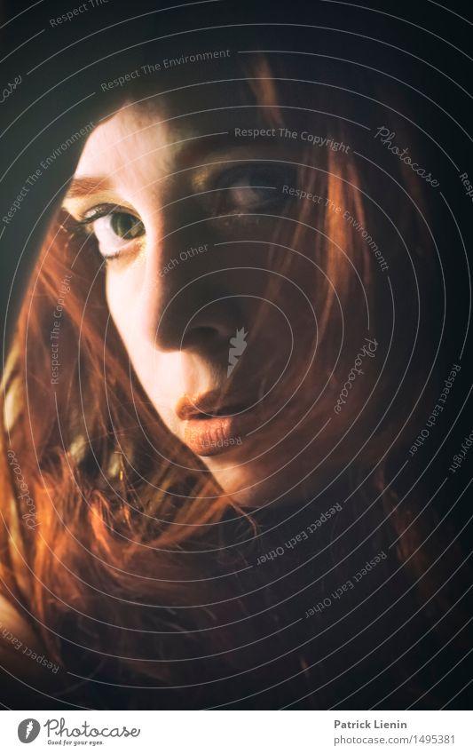 Rotlicht Mensch Frau schön Erholung Erotik Einsamkeit ruhig Gesicht Erwachsene feminin Stil Gesundheit Lifestyle Haare & Frisuren Kopf Zufriedenheit
