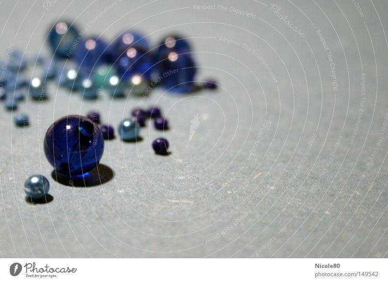 blue pearls blau Perle Kugel Basteln Handwerk Murmel Spielzeug Bastelmaterial Schmuck Dekoration & Verzierung Makroaufnahme Nahaufnahme Handarbeit