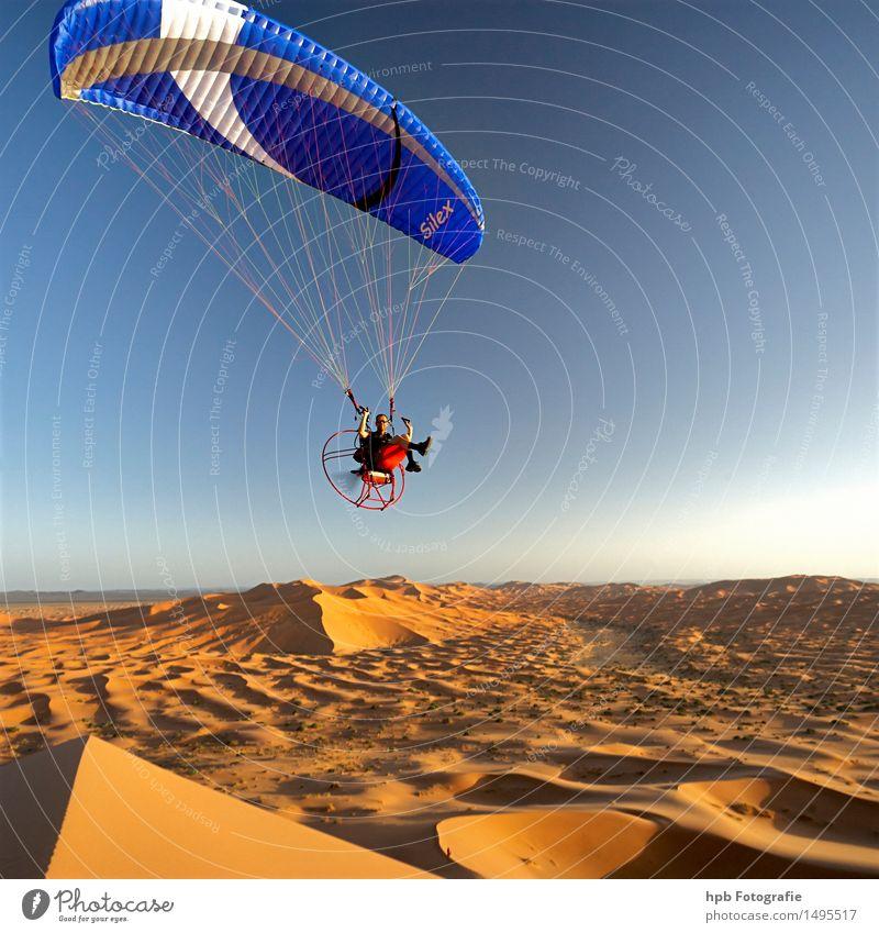 Flug in der Sahara Natur blau Sommer Sonne Erholung Landschaft Freude gelb Wärme Gefühle Sport außergewöhnlich Freiheit fliegen braun Stimmung