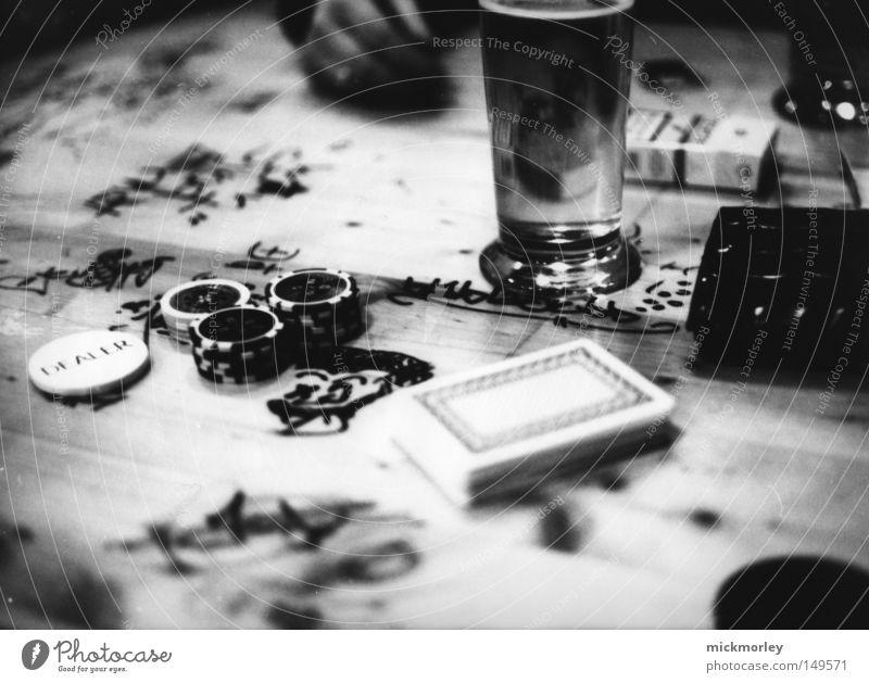 Poker Night at Steeltown Freude Spielen Holz Glück Stimmung Geld Schilder & Markierungen Tisch leer Alkohol Bar Bier Mut Zigarette Gesellschaft (Soziologie)