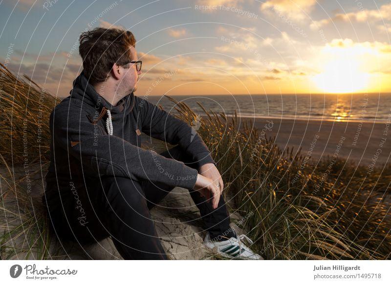 Aussicht auf den Sonnenuntergang Mensch Ferien & Urlaub & Reisen Jugendliche Meer Junger Mann Erholung Strand 18-30 Jahre Erwachsene Gefühle Glück Business