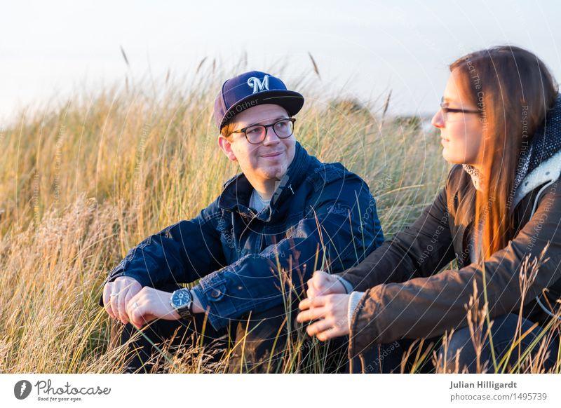 Reden auf der Düne Ferien & Urlaub & Reisen Ferne Strand Meer Mensch maskulin feminin Junge Frau Jugendliche Junger Mann 2 18-30 Jahre Erwachsene Natur Sand