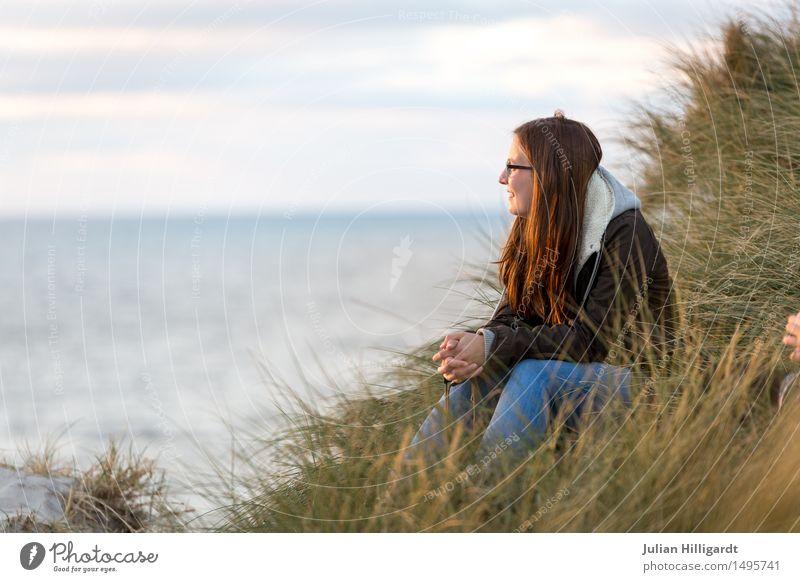 bald Mensch Ferien & Urlaub & Reisen Jugendliche Sommer Junge Frau schön Meer Strand 18-30 Jahre Erwachsene Gefühle Lifestyle Gras feminin Stil Haare & Frisuren