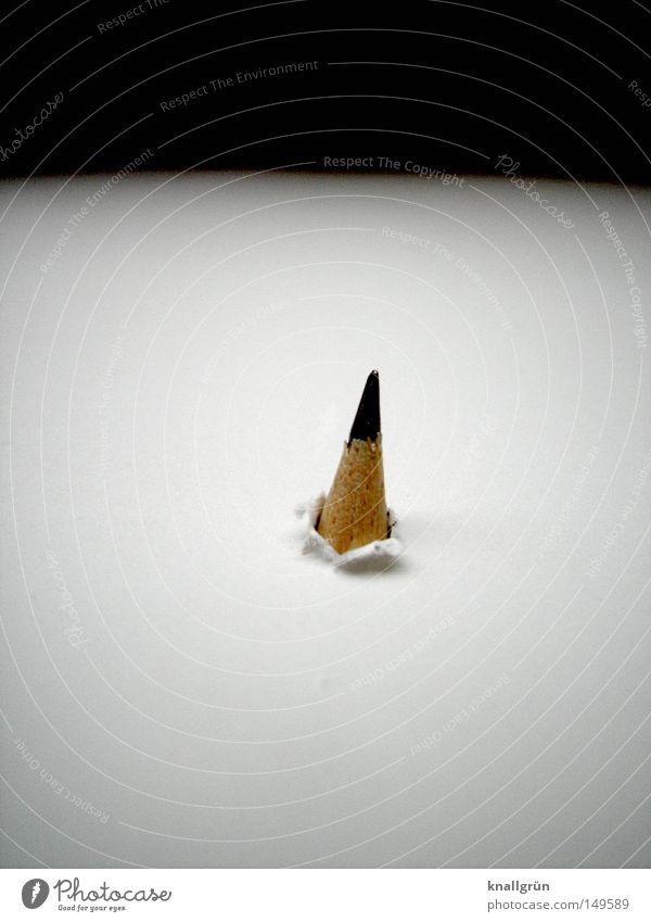 Durchbruch stechen Bleistift schwarz weiß braun Graphit Spitze angespitzt Loch Öffnung obskur