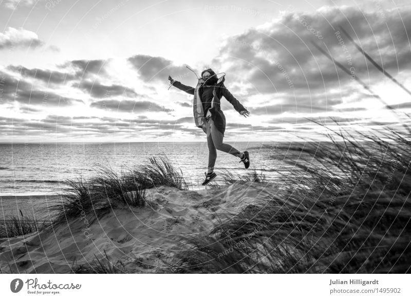 auf gehts Mensch Ferien & Urlaub & Reisen Jugendliche Sommer Junge Frau schön Meer Strand 18-30 Jahre Erwachsene Gefühle Lifestyle Gras feminin Stil