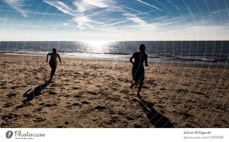 fang mich Ferien & Urlaub & Reisen Sommer Strand Meer Mensch maskulin feminin Junge Frau Jugendliche Junger Mann 2 18-30 Jahre Erwachsene Gras Sträucher