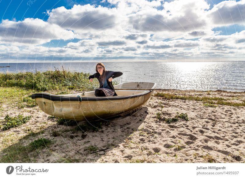 schwimm Mensch Ferien & Urlaub & Reisen Jugendliche Sommer Junge Frau schön Meer Strand 18-30 Jahre Erwachsene Gefühle Lifestyle Gras feminin Stil