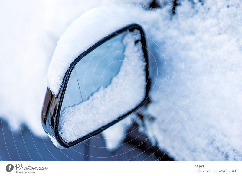 Schnee auf Außenspiegel ruhig Winter Spiegel Wetter Verkehr PKW weiß Idylle Schneehaube Rückspiegel Autospiegel Straßenverhältnisse Stlileben Jahreszeiten