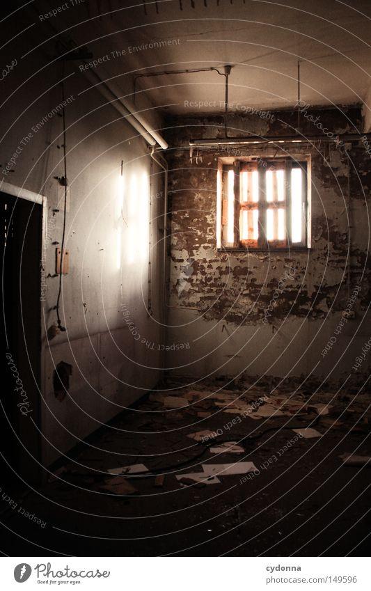 Zettelwirtschaft alt Einsamkeit Farbe Lampe Wand Gefühle Fenster Gebäude Raum Beleuchtung Hintergrundbild geschlossen Papier kaputt Spuren Vergänglichkeit